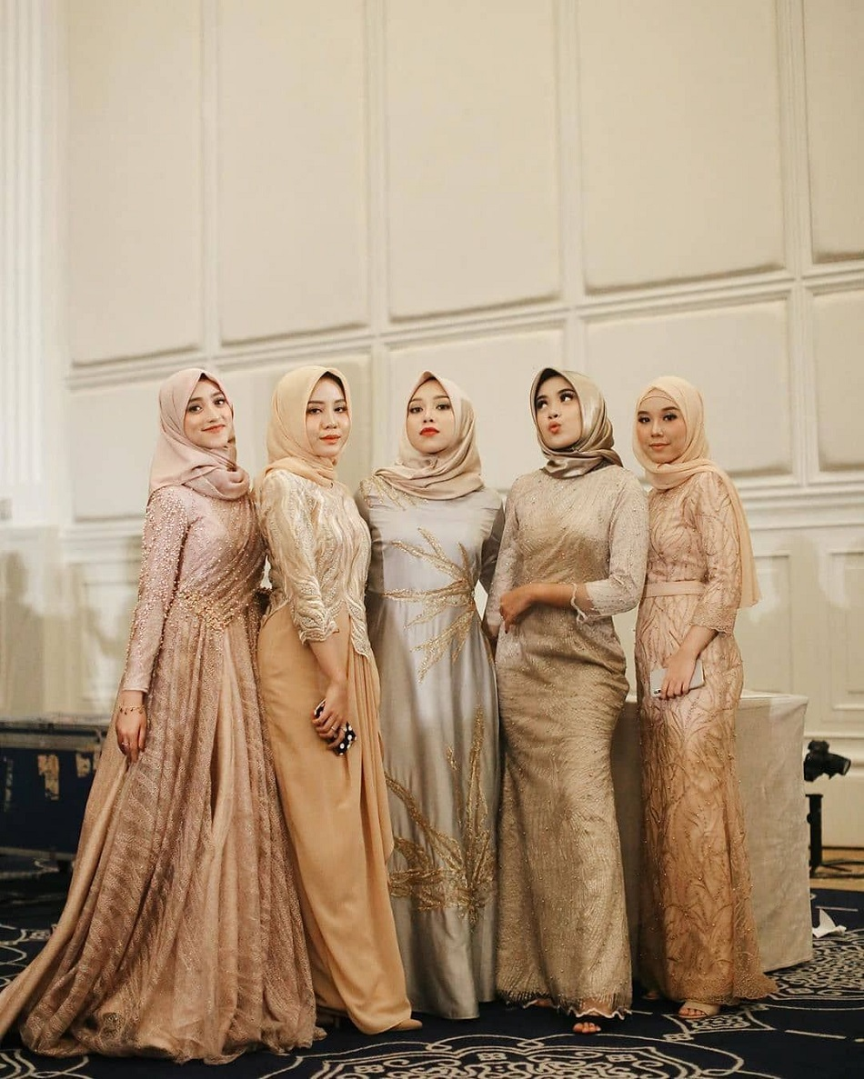 Seragam Bridesmaid Hijab Nuansa Gold