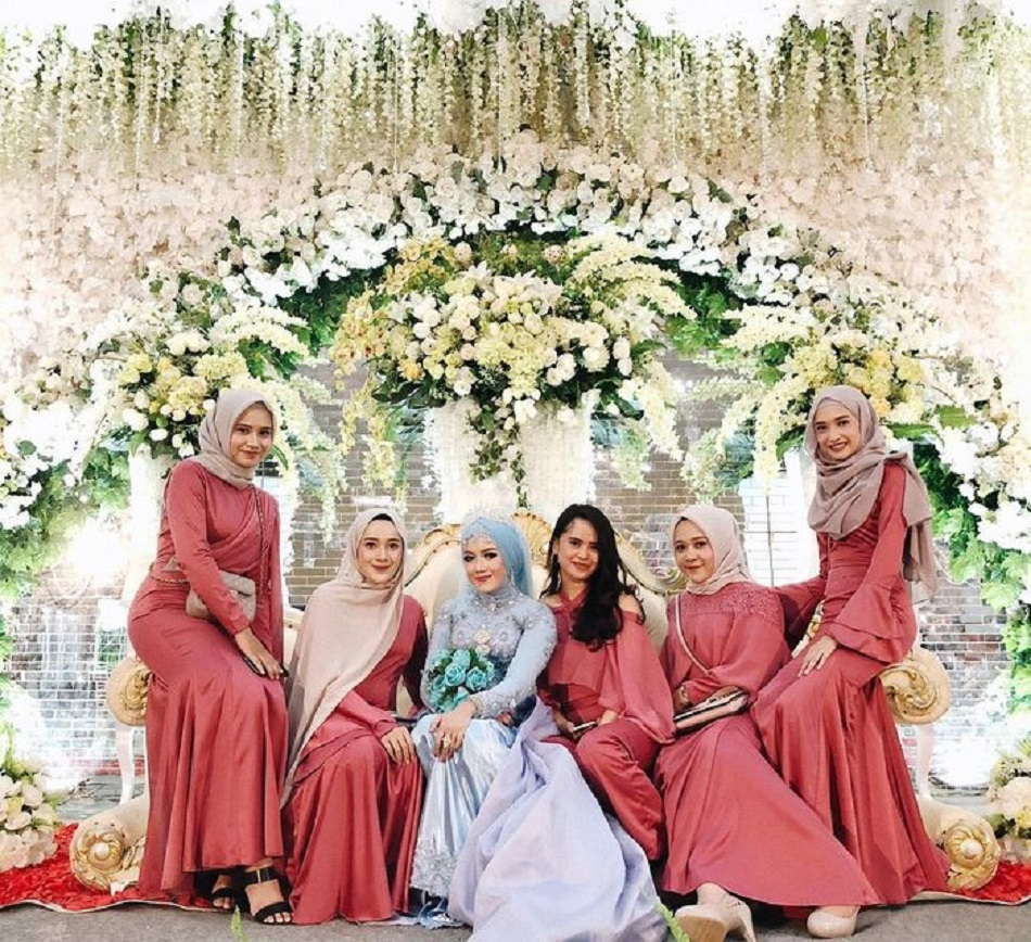 Seragam Bridesmaid Hijab Nuansa Merah
