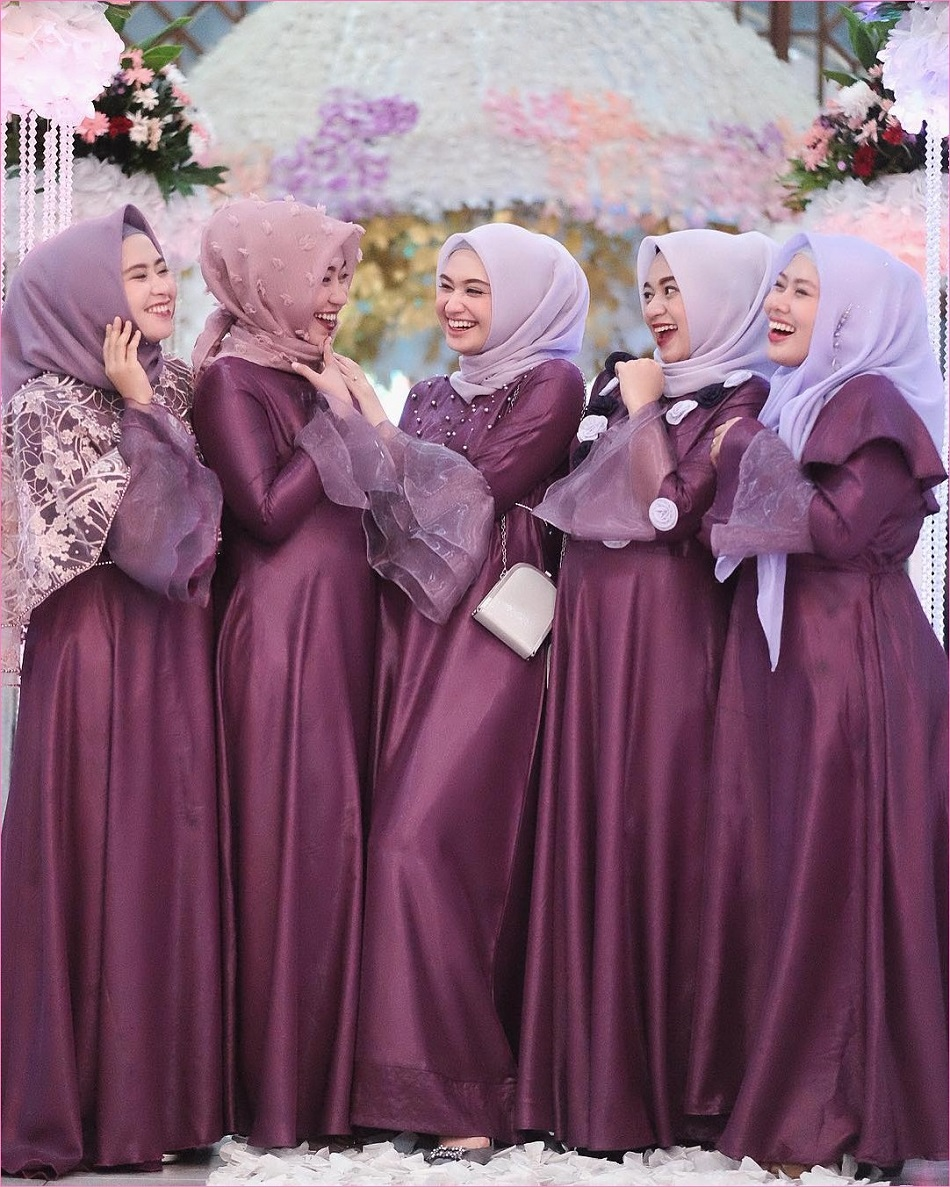 Seragam Bridesmaid Hijab Warna Ungu