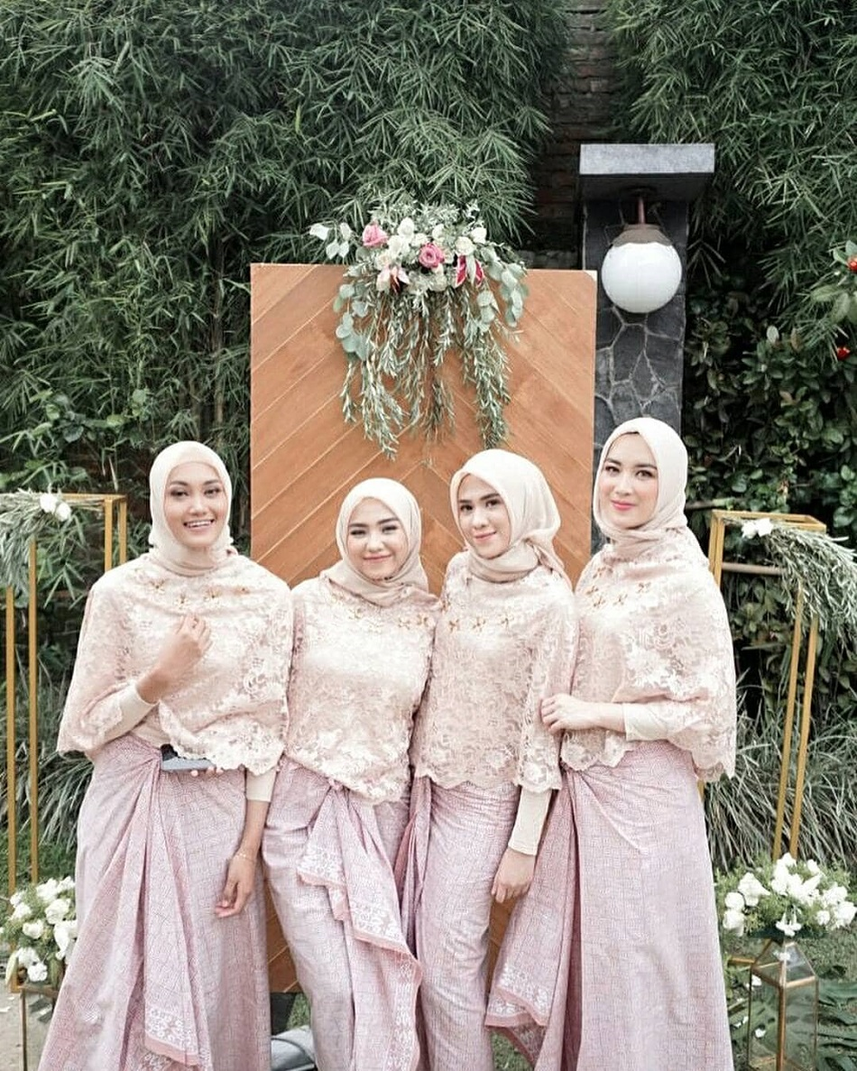 Seragam Bridesmaid Model Cape