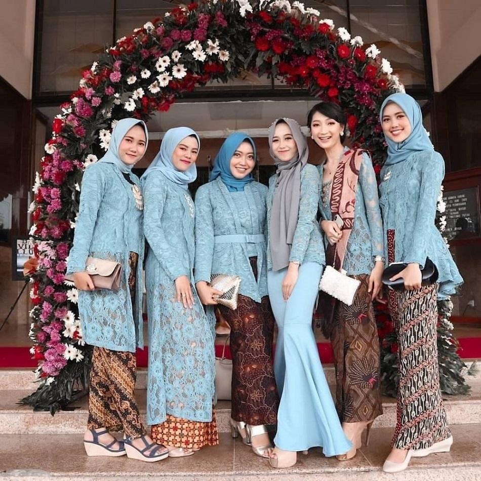 Seragam Bridesmaid Warna Biru
