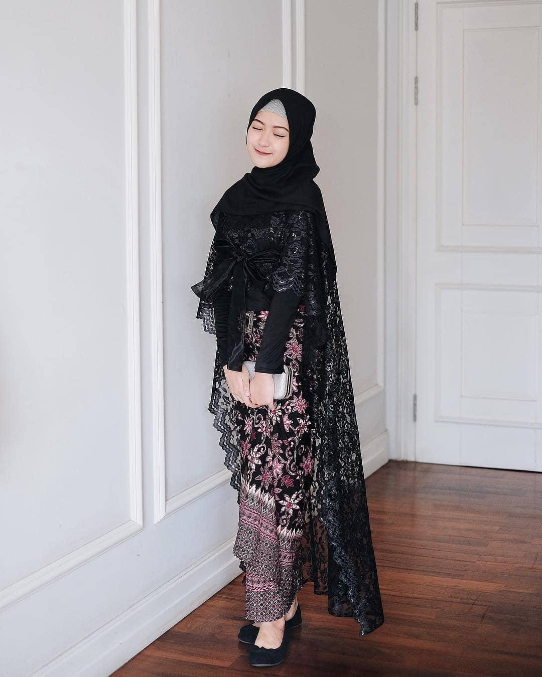 model baju brokat bawahan batik
