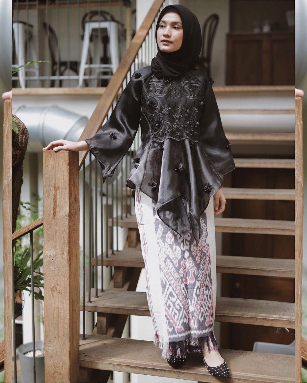 model baju brokat hitam