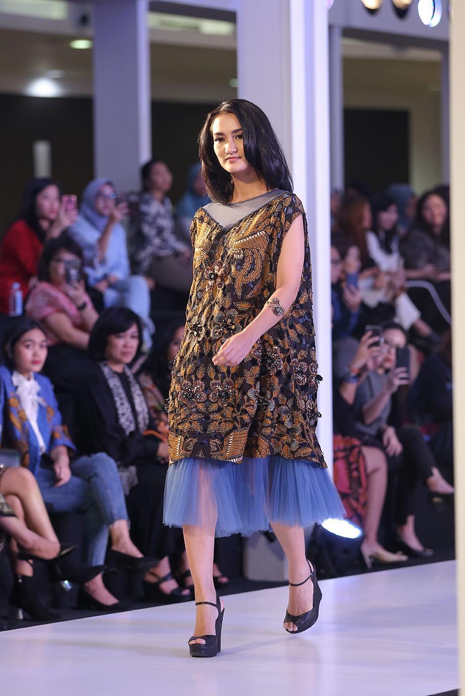 model baju pesta batik