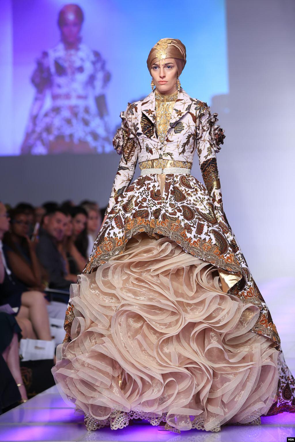 model baju pesta kombinasi batik