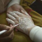 Contoh Henna Tangan Pengantin Warna Putih