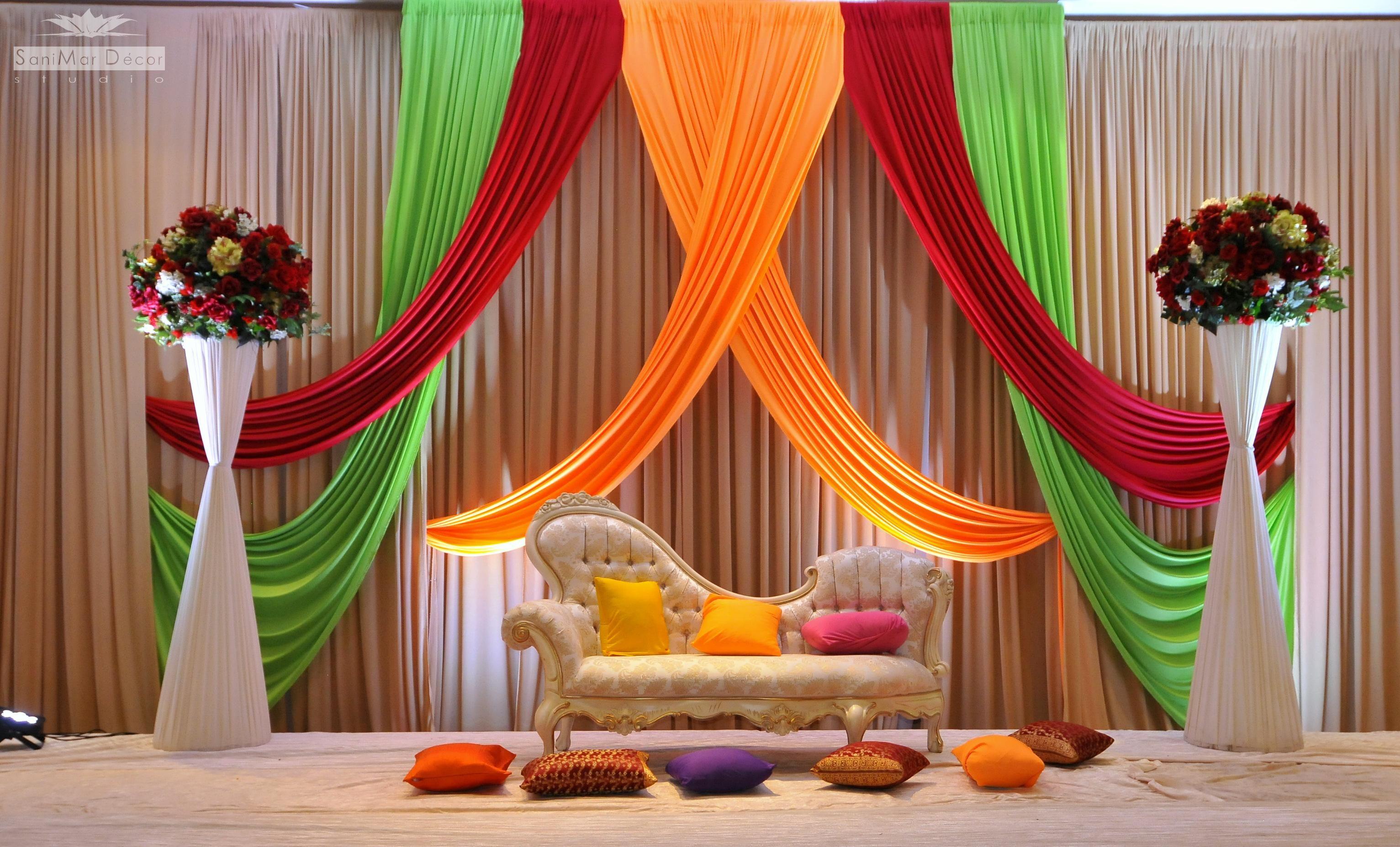 Dekorasi Pelaminan di Dalam Rumah Elegan