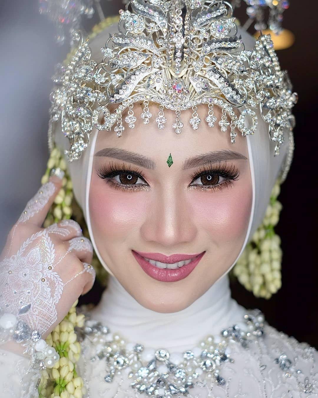 Make Up pengantin Adat Sunda Berhijab