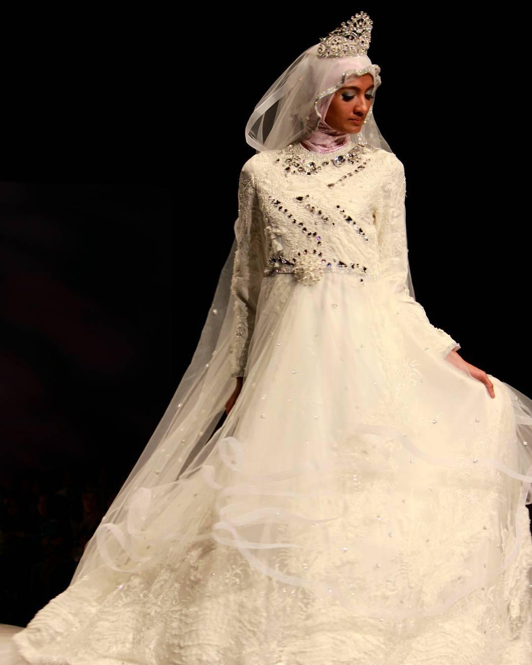 Model Gaun Pengantin Muslimah Putih