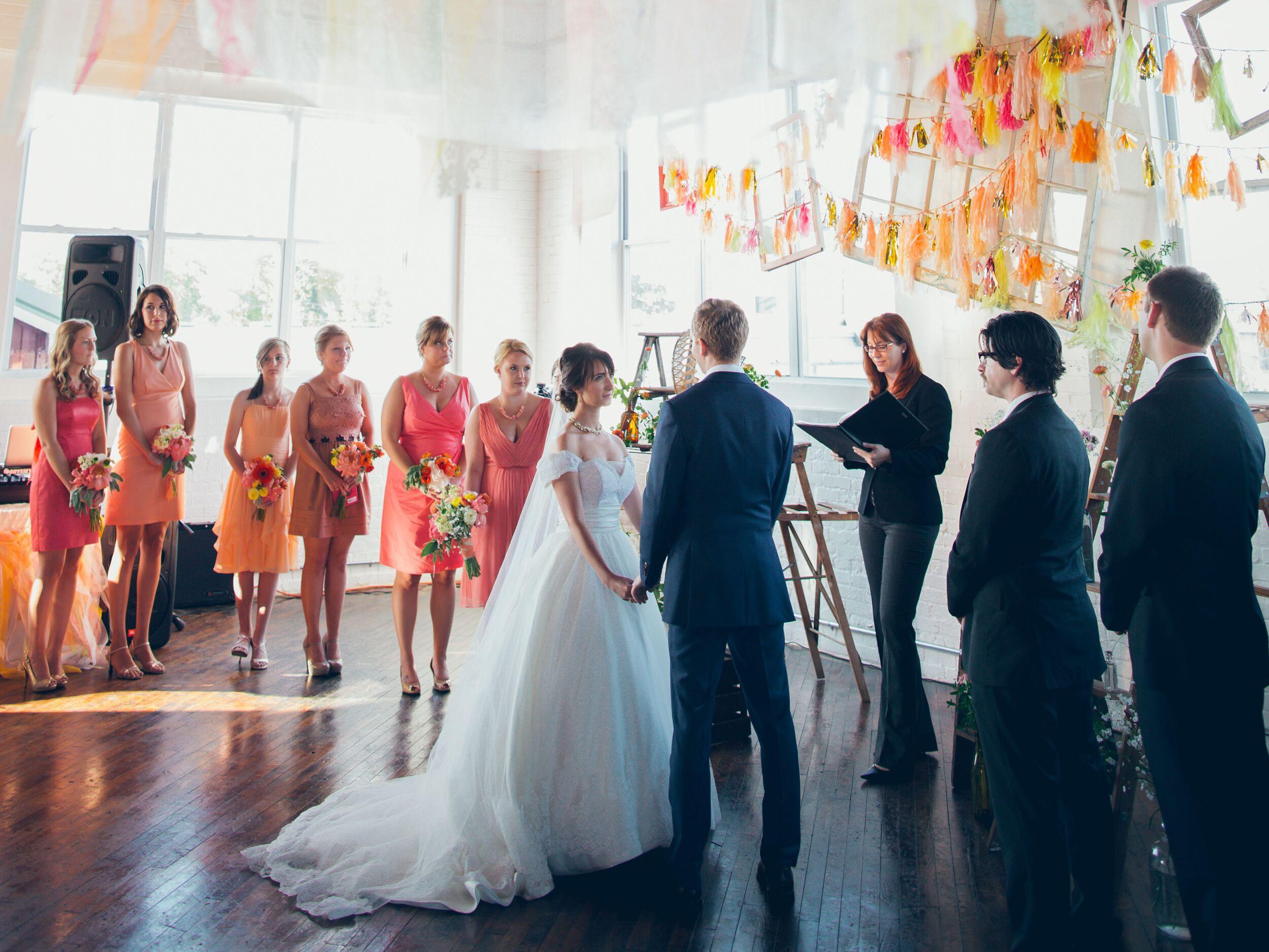 Pilih media hiburan pernikahan