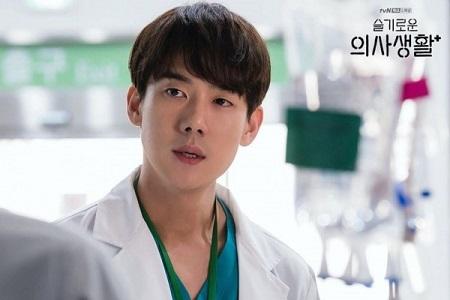 Yoo Yeon Seok as Ahn Jeong Won