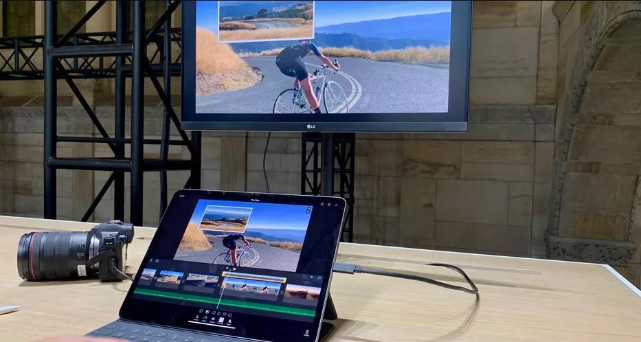Menghubungkan HP ke TV dengan Kabel Data