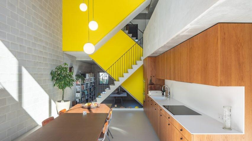Contoh Model Tangga Rumah 2 Lantai